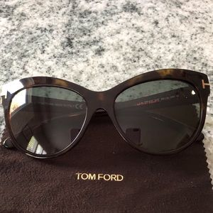 TOM FORD Authentic tortoise sunglasses 💋
